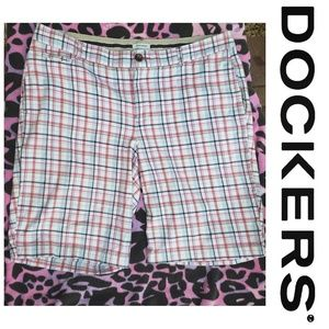 Dockers plaid bermuda shorts 98% cotton size 14